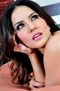Sunny Leone Strips All Of Her Clothes